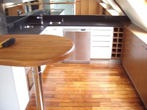 Parquet teck flottant teck exterieur plancher teck for Cuisine en teck massif